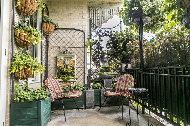 terrazzo coperto con ringhiera in ferro battuto set di mobili in metallo da esterno