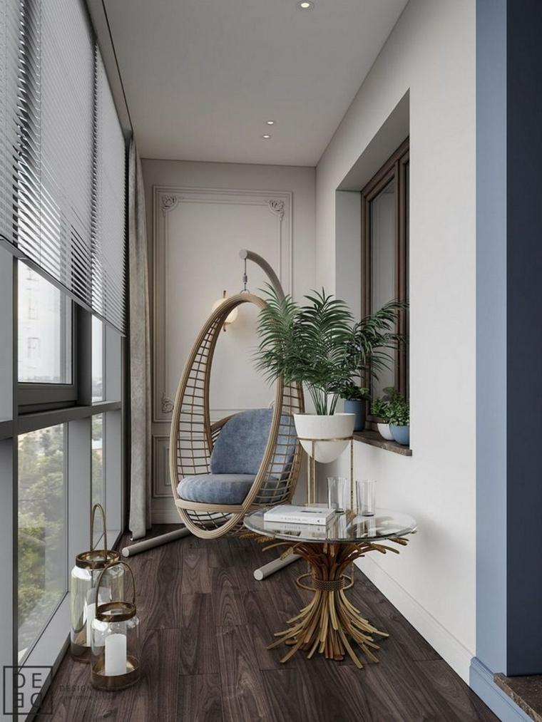 Come arredare un piccolo terrazzo coperto, terrazzo con vetri e poltrona a dondolo
