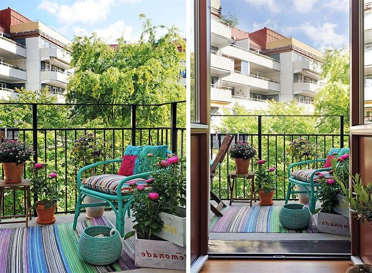 arredare balcone dimensioni ridotte tocco colore