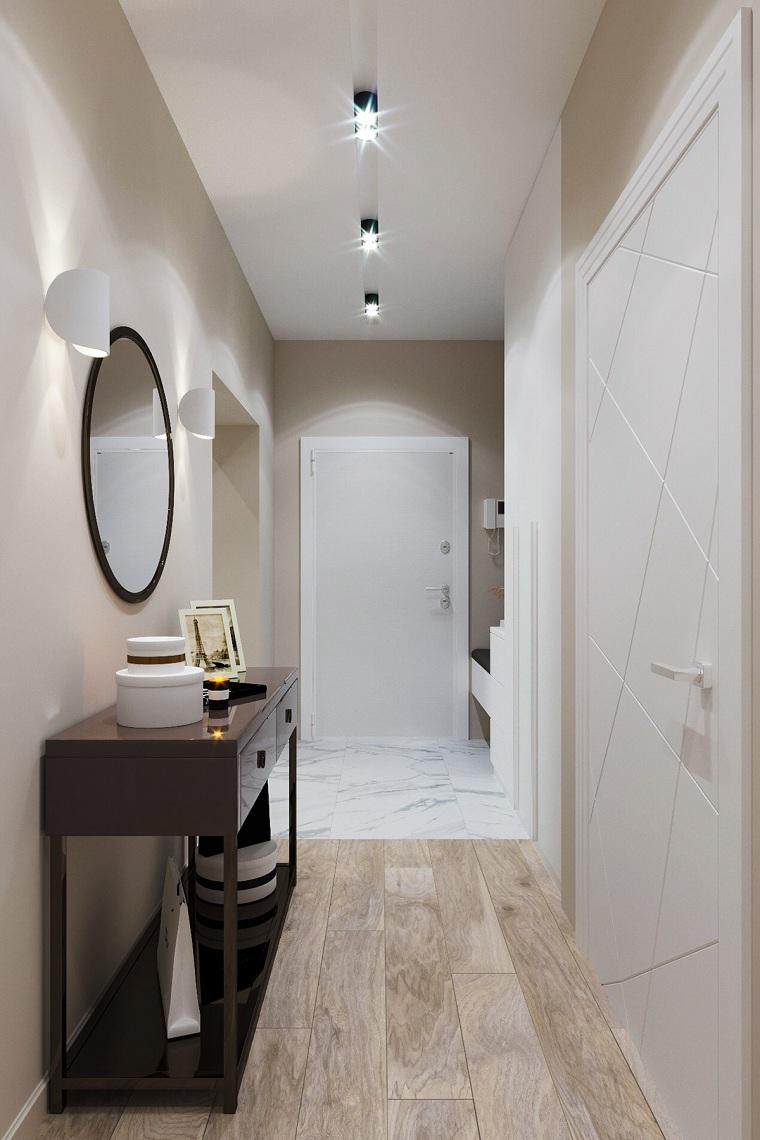 arredare corridoio lungo mobile ingresso di legno decorazione parete con specchio illuminazione con faretti