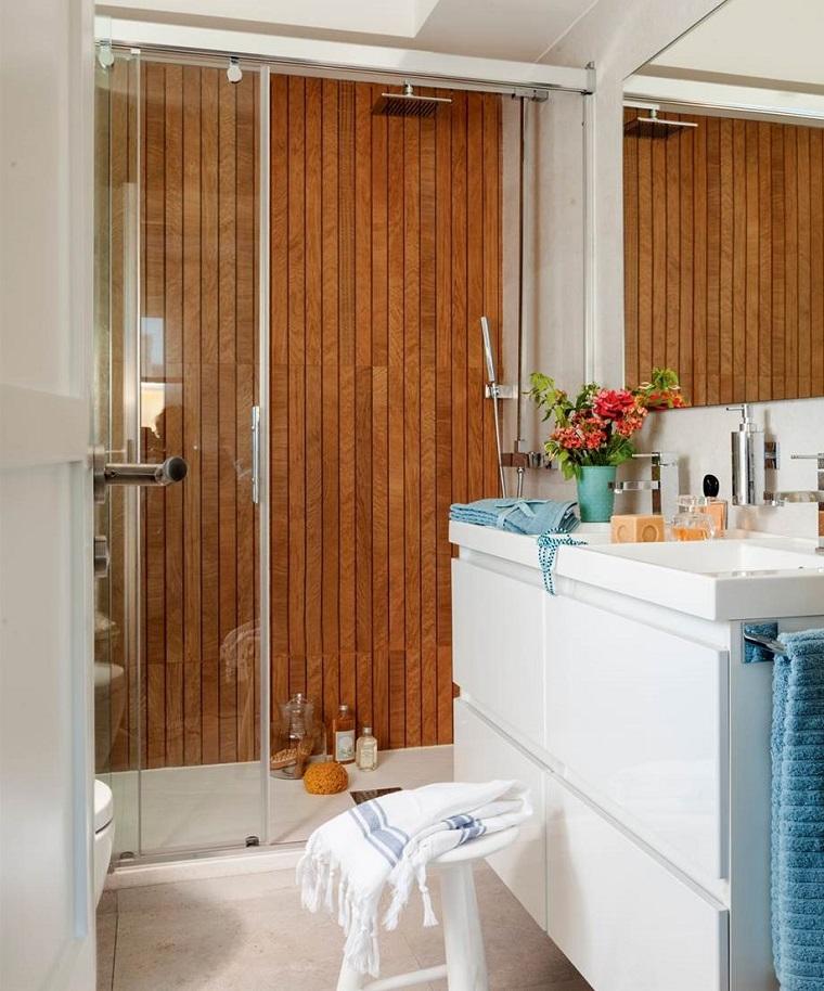Bagno design da semplice ambiente di servizio a luogo di - Arredo bagno semplice ...