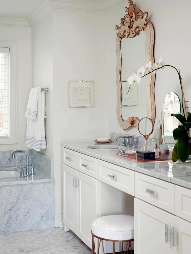 arredo bagno moderno mobili colore bianco specchio design classico