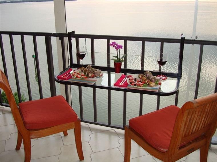 arredo balcone ingegnoso tavolino sospeso