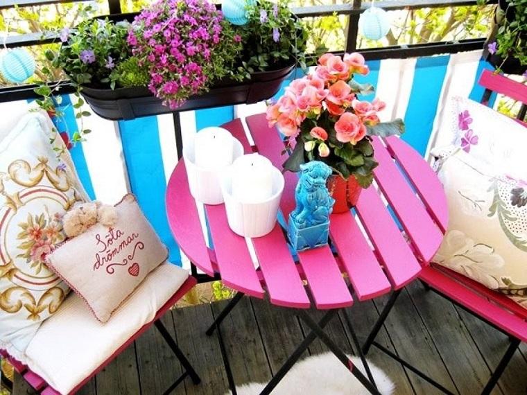 arredo balcone piccolo tavolo legno colorato