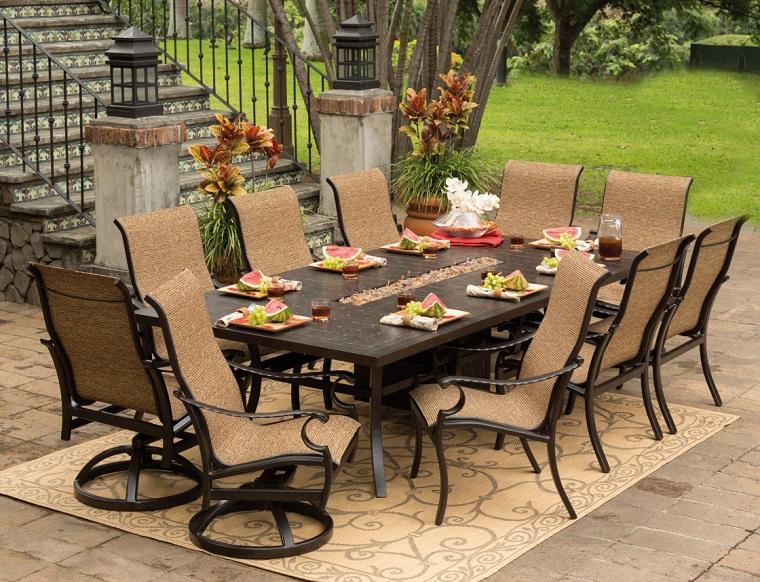 arredo esterno tavolo sedie design rustico