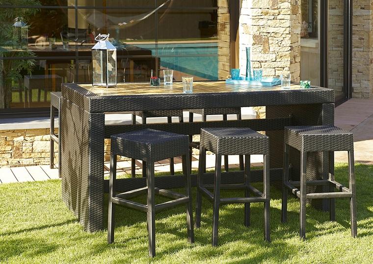 arredo esterno tavolo sgabelli bar
