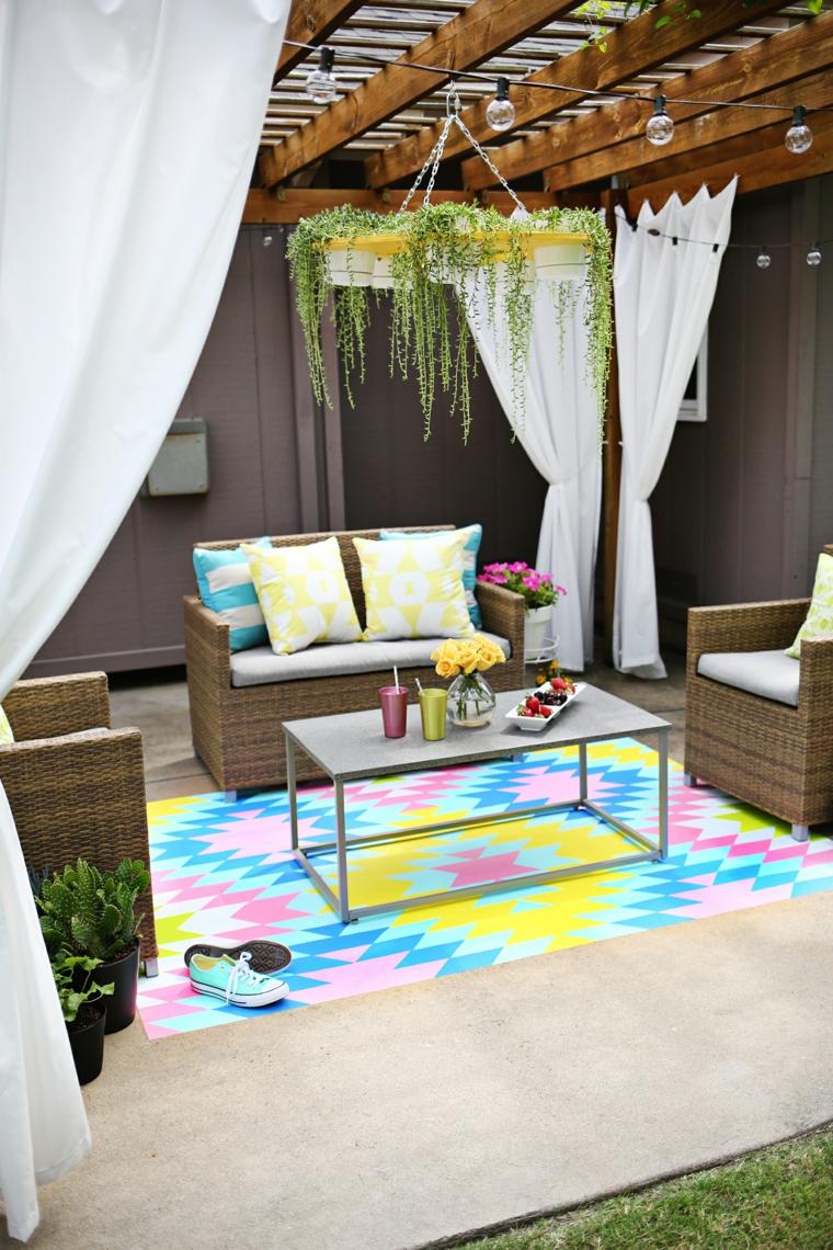 arredo giardino mobili rattan tappeto colorato