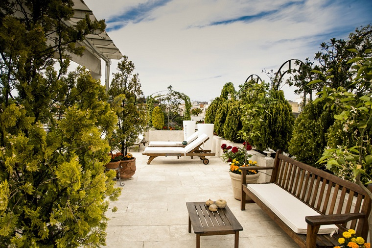 Arredare un terrazzo di design e creare un angolo davvero for Mobili da terrazzo in legno