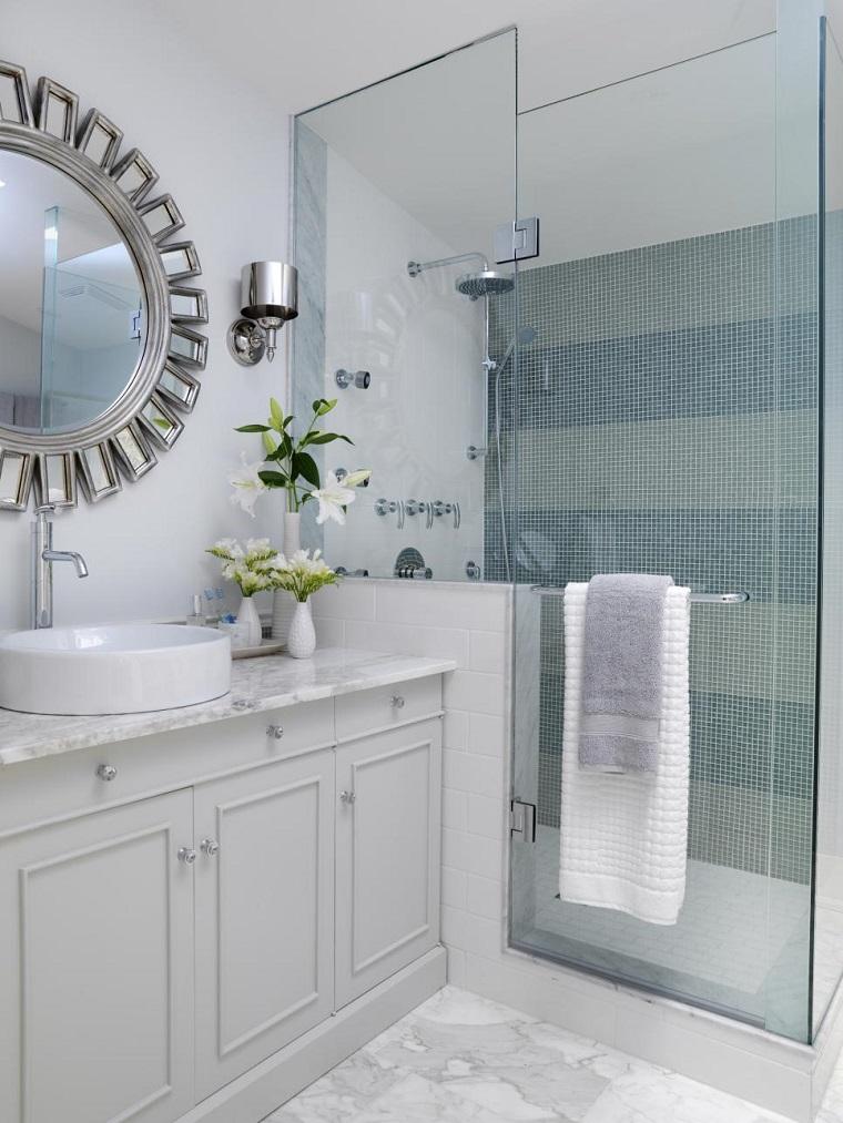bagno arredato stile box doccia vetro