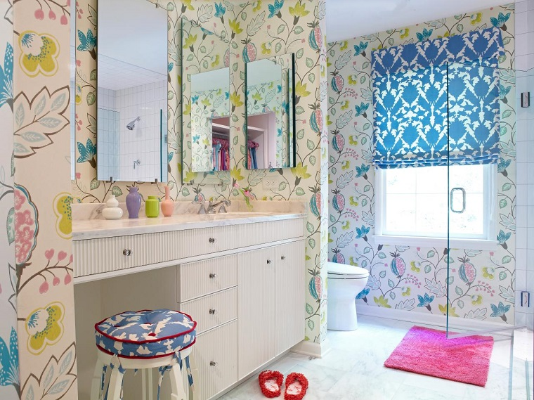 bagno design Rebecca Hawkins parete decorata