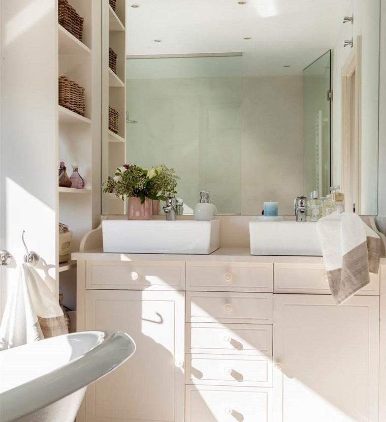 Bagno design da semplice ambiente di servizio a luogo di - Bagno con due lavabi ...