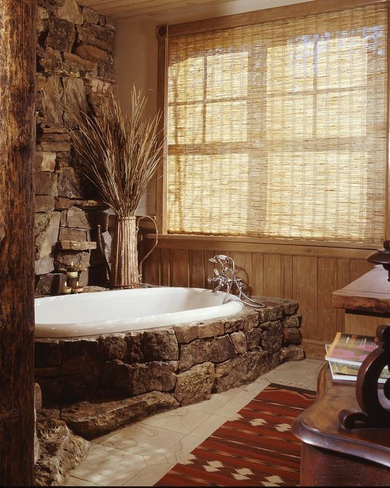 bagno stile rustico vasca rivestita pietra naturale