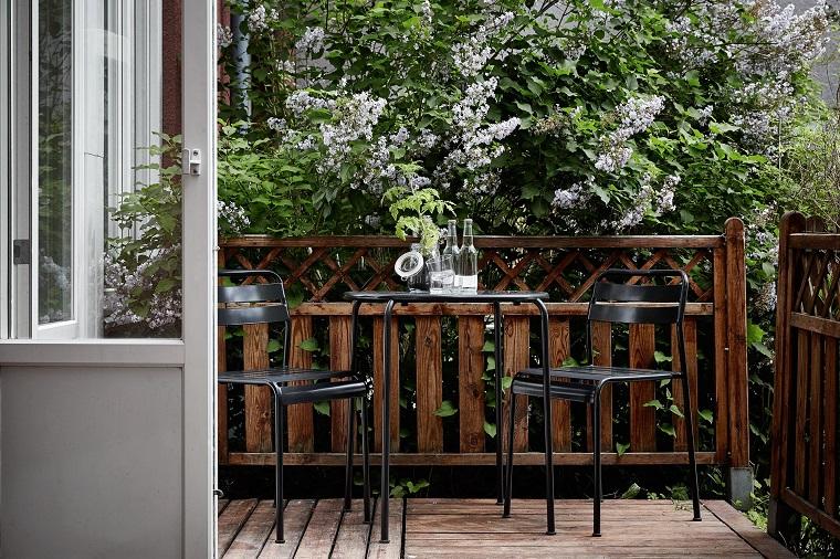 balcone dimensioni ridotte tavolo sedie neri