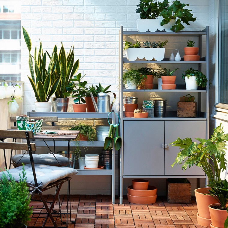 balcone piccole dimensioni ben organizzato