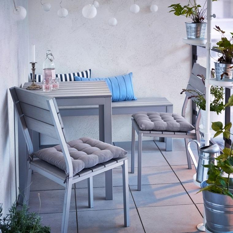 balcone piccolo angolo relax piante
