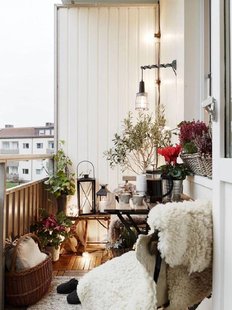 balcone piccolo arredato modo originale