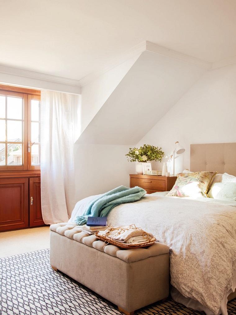 camera da letto arredata mobili design classico