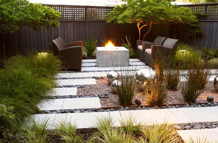come abbellire un giardino idea originale camino