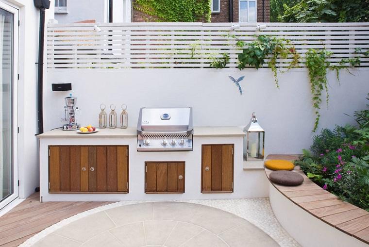 Come allestire un giardino dal design moderno con tante decorazioni ...