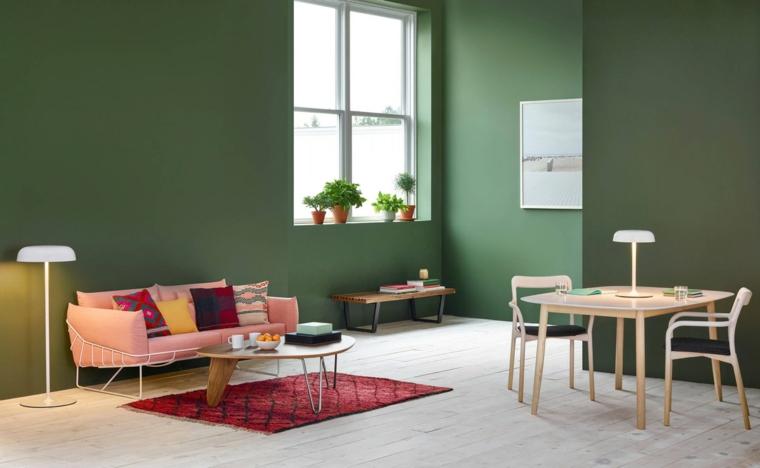 Saloni moderni, sala da pranzo e divano di colore rosa, tavolo da pranzo con sedie di legno