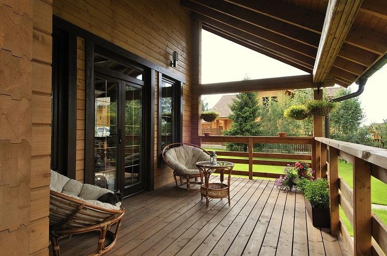 come arredare una veranda pavimento legno