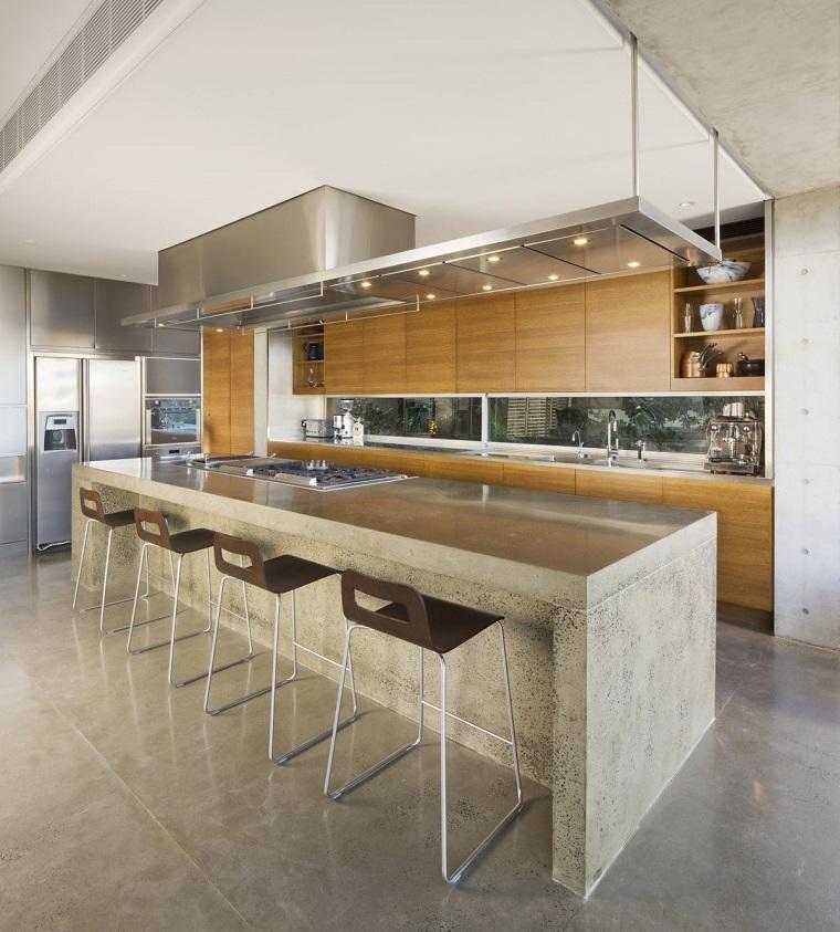 cucina ante legno isola centrale design originale