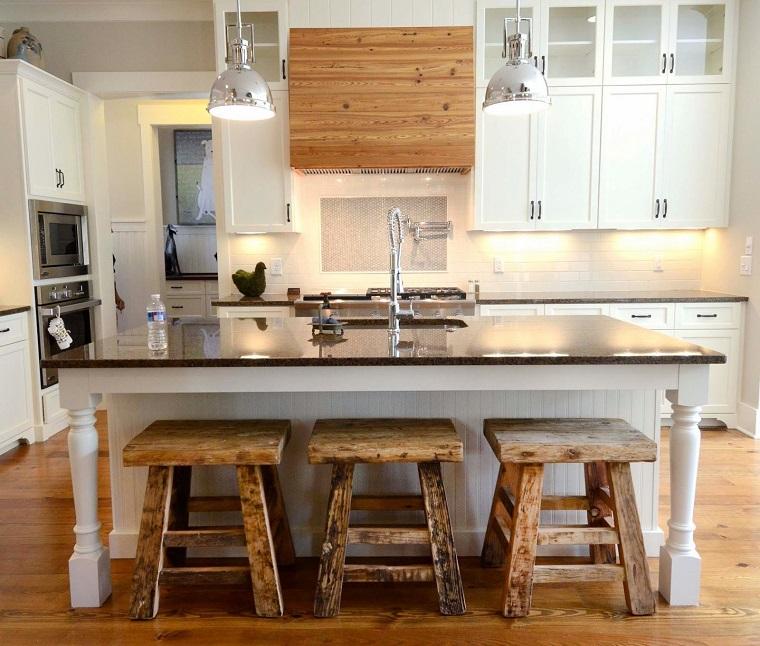 Cucine rustiche moderne una fusione di stili per un - Sgabelli in legno per cucina ...