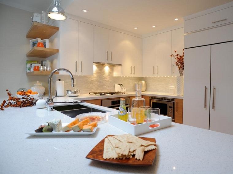 Cucine moderne bianche la magia del colore che illumina lo spazio - Cucine bianche e legno ...
