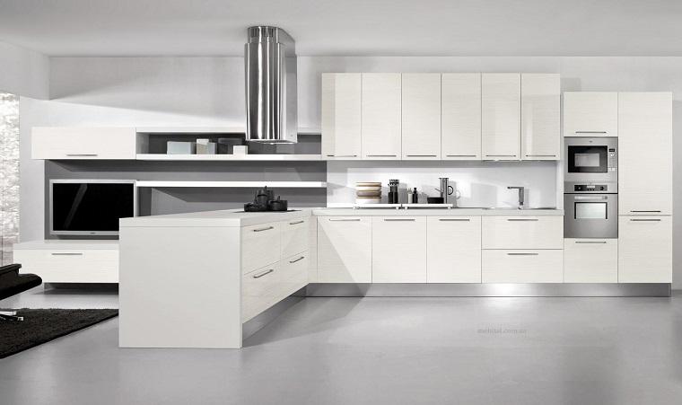 Cucine moderne bianche: la magia del colore che illumina lo spazio - Archzine.it