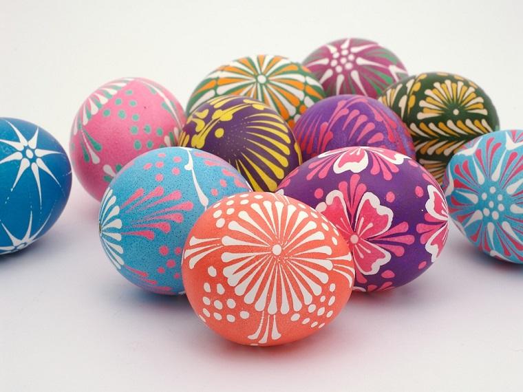 decorazioni di pasqua uova colorate mano