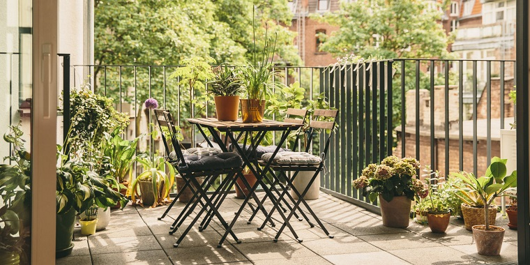 fiori e piante idea balcone semplice elegante