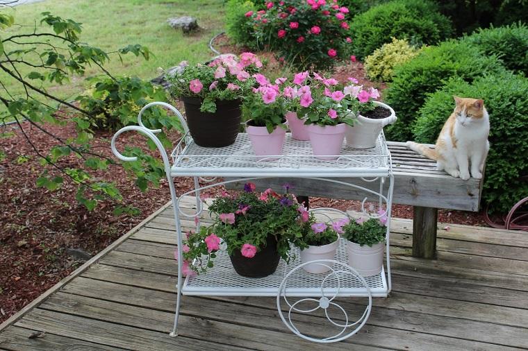 giardini shabby chic idea carrello porta vasi