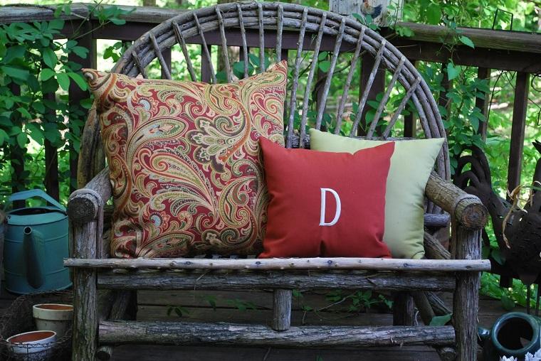 giardino shabby chic grazioso divanetto