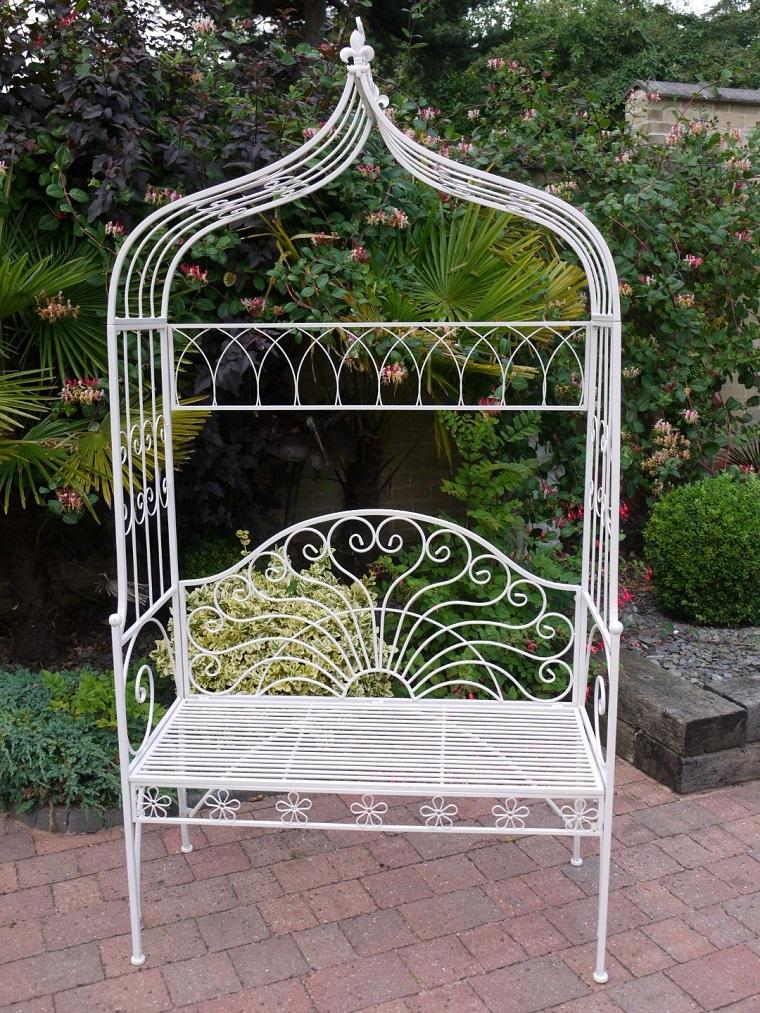giardino shabby chic sedia ferro battuto bianca