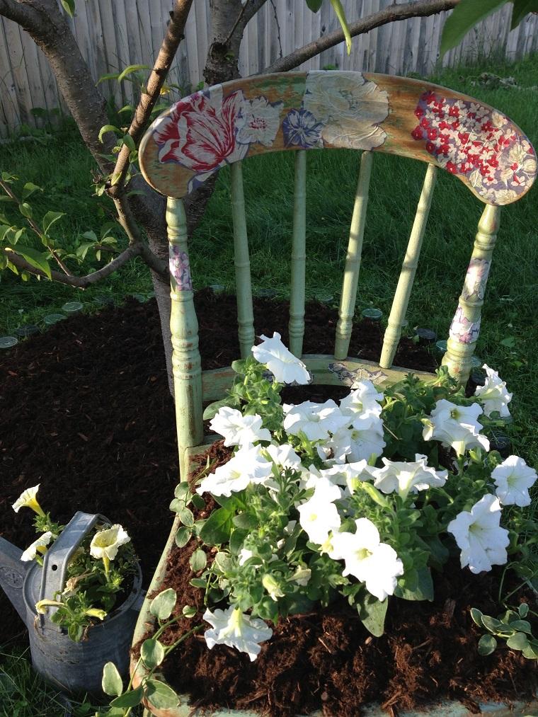 giardino shabby chic sedia trasformata vaso