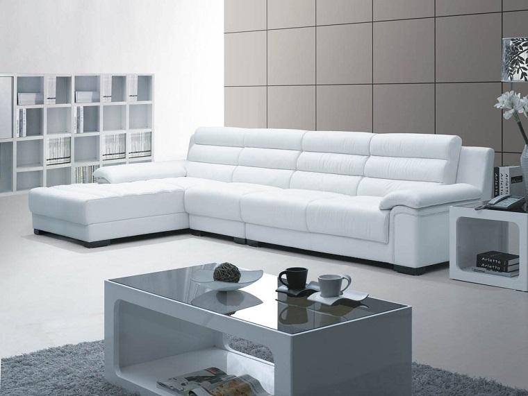 idea creativa arredare soggiorno divano angolare tavolino lucido