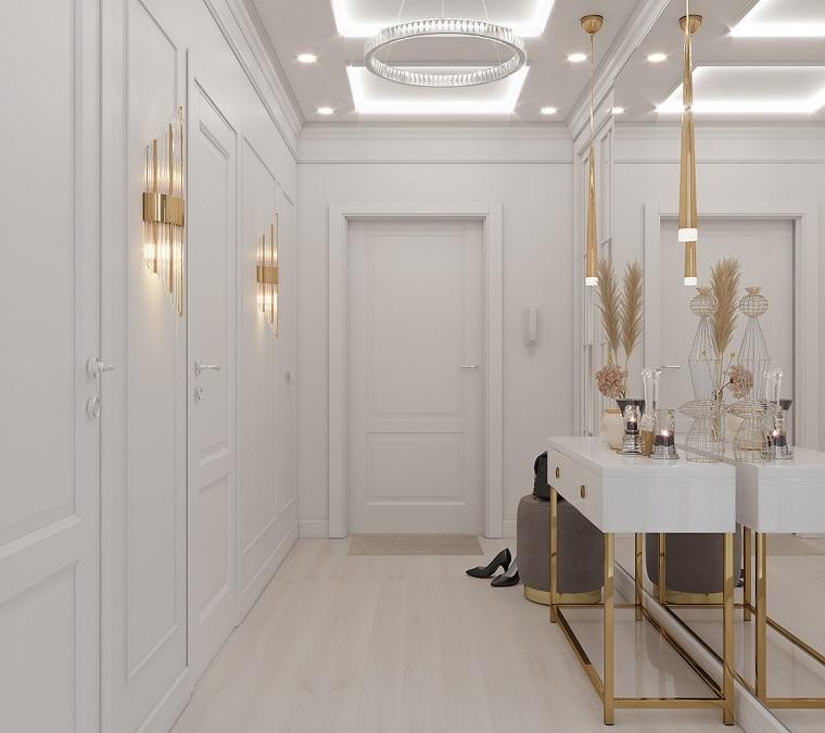 ingresso con parete a specchio mobile con cassetti e decorazioni pavimento in parquet