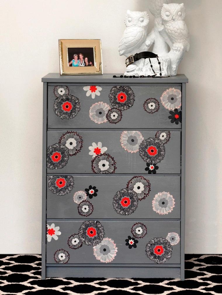 mobili decorati cassettone abbellito decoupage