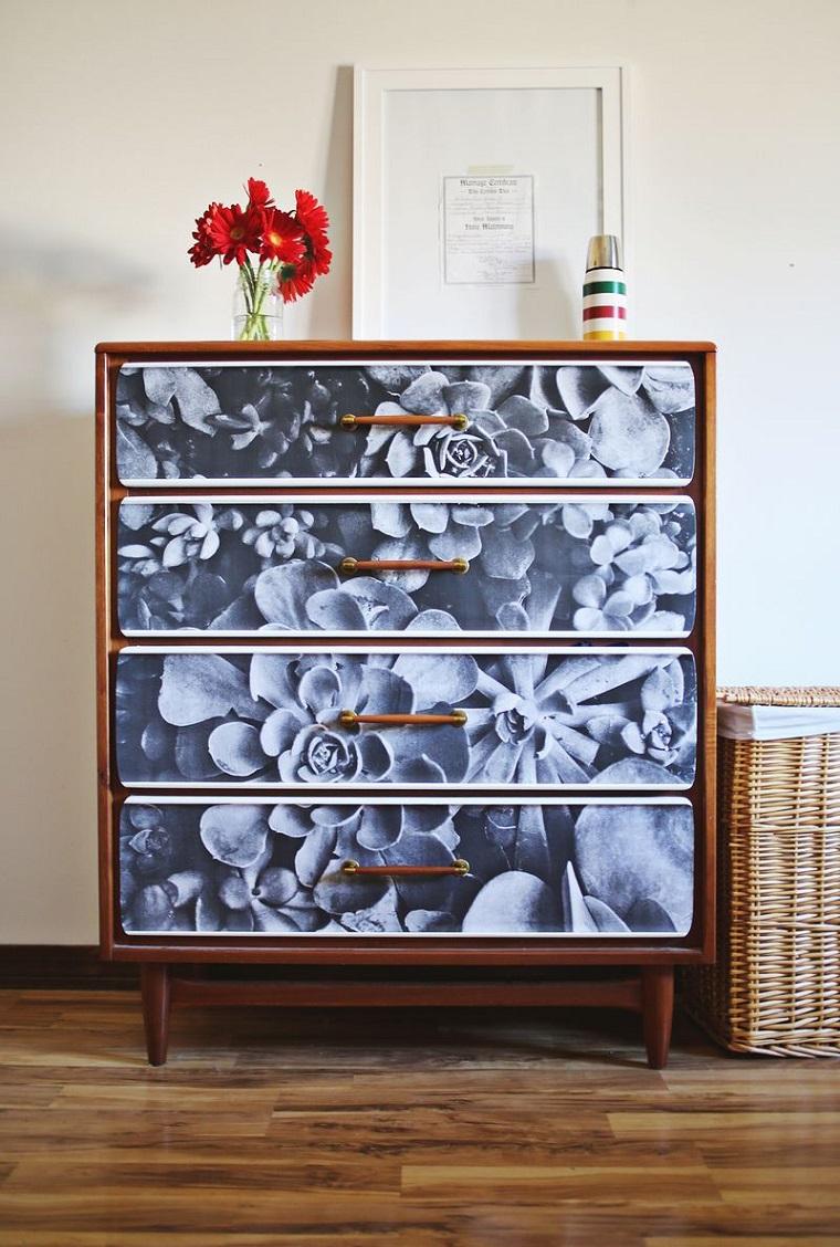 mobili decorati cassettone trasformato tecnica decoupage