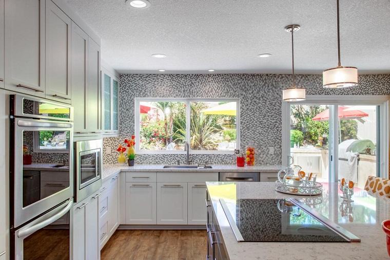 Colori pareti cucina 24 abbinamenti veramente originali for Parete decorata moderna