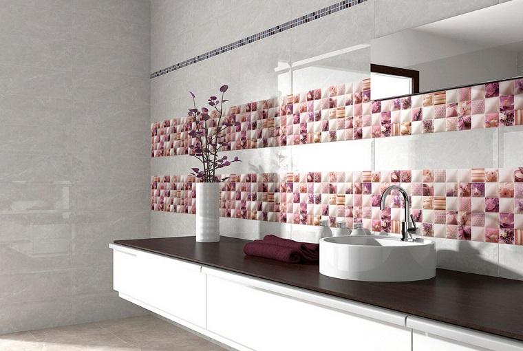Piastrelle bagno le soluzioni pi innovative per - Piastrelle colorate per bagno ...