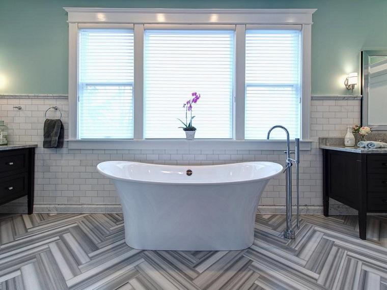 rivestimento bagno pavimento ceramica vasca forma arrotondata