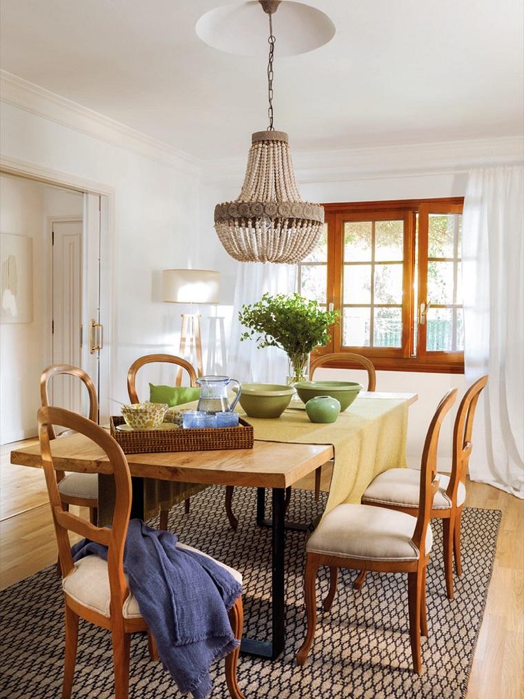 sala da pranzo tavolo sedie legno