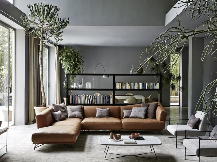 Parete attrezzata moderna, libreria con mensole per i libri, salotto con divano di pelle