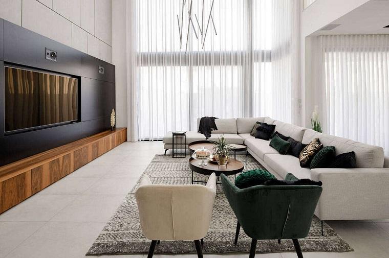 Parete attrezzata moderna, soggiorno con divano grigio, mobile di legno basso