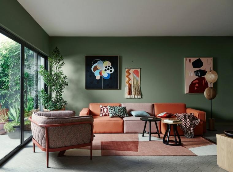 Soggiorno con divano multicolore, come arredare sala e salotto insieme