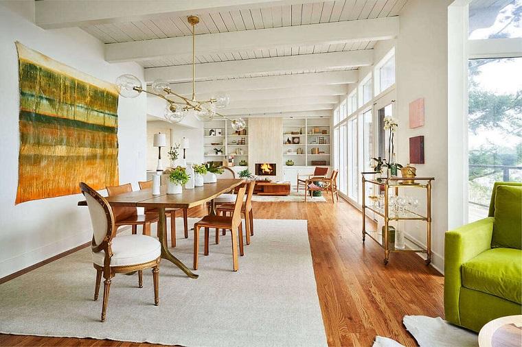 Parete attrezzata moderna, open space con sala da pranzo e soggiorno, sala da pranzo con tavolo di legno