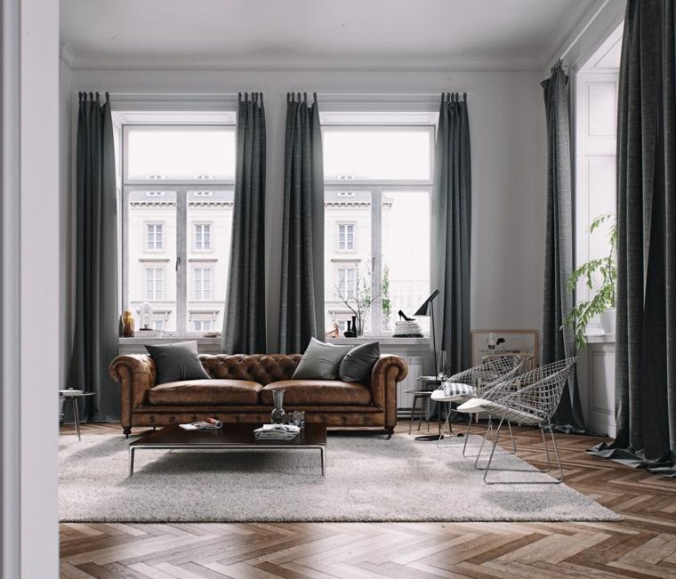 Finestre con tende grigie, soggiorno con divano in pelle, salotto con tappeto bianco