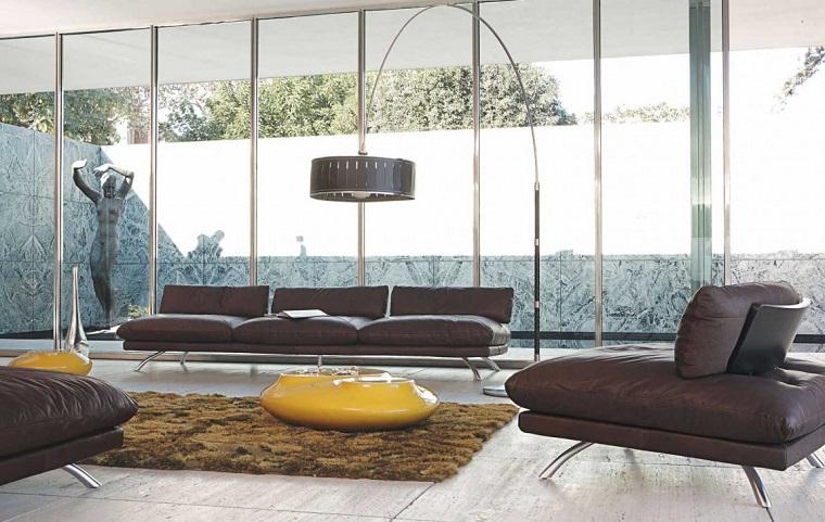 soggiorno moderno proposta divani neri dettagli gialli