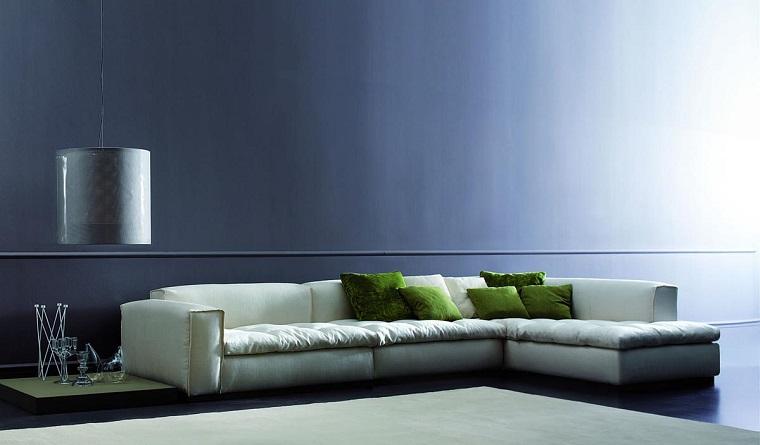 soggiorno moderno proposta sofa bianco cuscini verdi